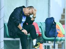Thầy Park đến sân tập sớm, trầm tư trước trận gặp Thái Lan