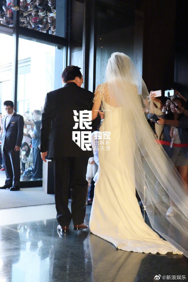 Đám cưới hot nhất Cbiz hôm nay: Siêu mẫu Lâm Chí Linh liên tục khóc, hôn nồng nhiệt chồng Nhật kém 7 tuổi-6
