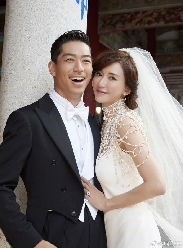 Đám cưới hot nhất Cbiz hôm nay: Siêu mẫu Lâm Chí Linh liên tục khóc, hôn nồng nhiệt chồng Nhật kém 7 tuổi-10