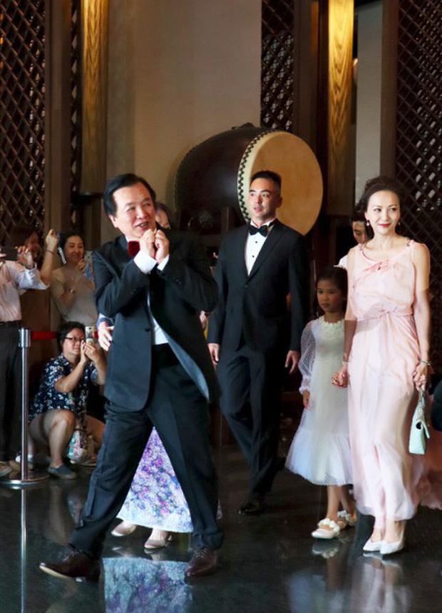 Đám cưới hot nhất Cbiz hôm nay: Siêu mẫu Lâm Chí Linh liên tục khóc, hôn nồng nhiệt chồng Nhật kém 7 tuổi-1