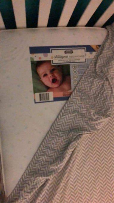 Lắp camera phòng ngủ của con nhỏ, bố mẹ hoảng hồn khi nhìn thấy hình ảnh máy quay thu được-7