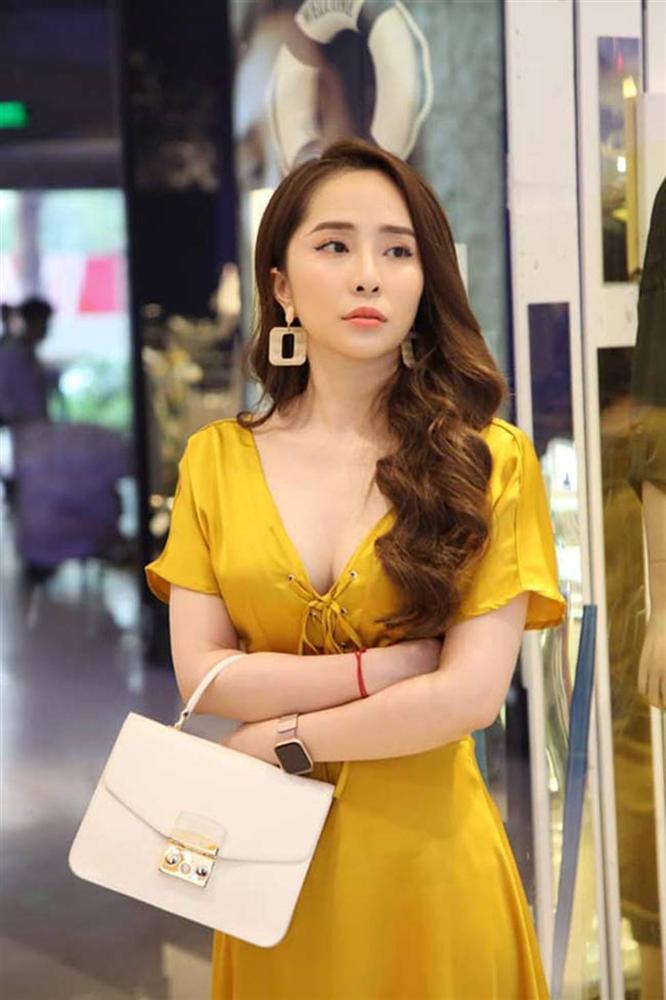 Gái ngành hot nhất màn ảnh Việt đời thực mặc hot hơn trên phim-11