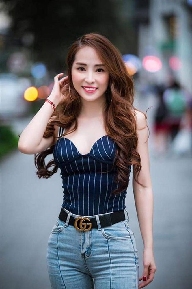 Gái ngành hot nhất màn ảnh Việt đời thực mặc hot hơn trên phim-16