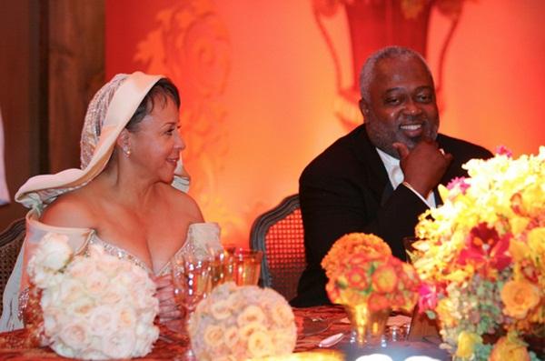 Vụ ly hôn sau 33 năm của cặp vợ chồng tỷ phú: Nụ cười bí ẩn của người vợ khi thẩm phán phiên tòa bước vào và cái kết cuối cùng khiến tất cả kinh ngạc-3