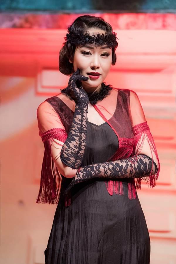 Ngô Phương Lan bất ngờ diễn mở màn show thời trang dù mới sinh con 8 tháng-10