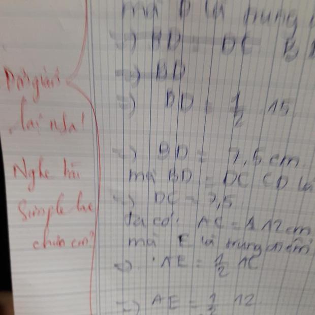 Học sinh làm sai phép toán cực kỳ dễ, cô giáo chấm bài chỉ biết nhận xét: Chấm mà tức á khiến dân mạng cười bò-1