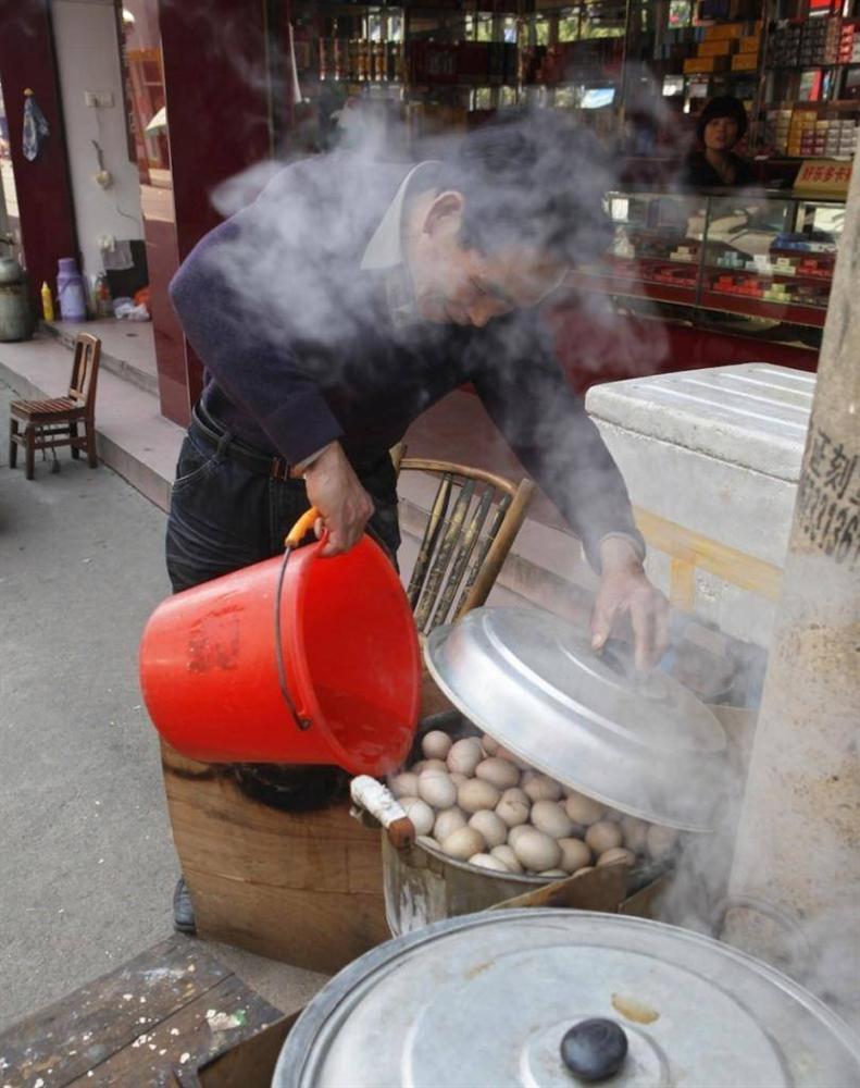 Thần dược trứng luộc bằng nước tiểu- đặc sản cực ngon mà bổ rẻ-4