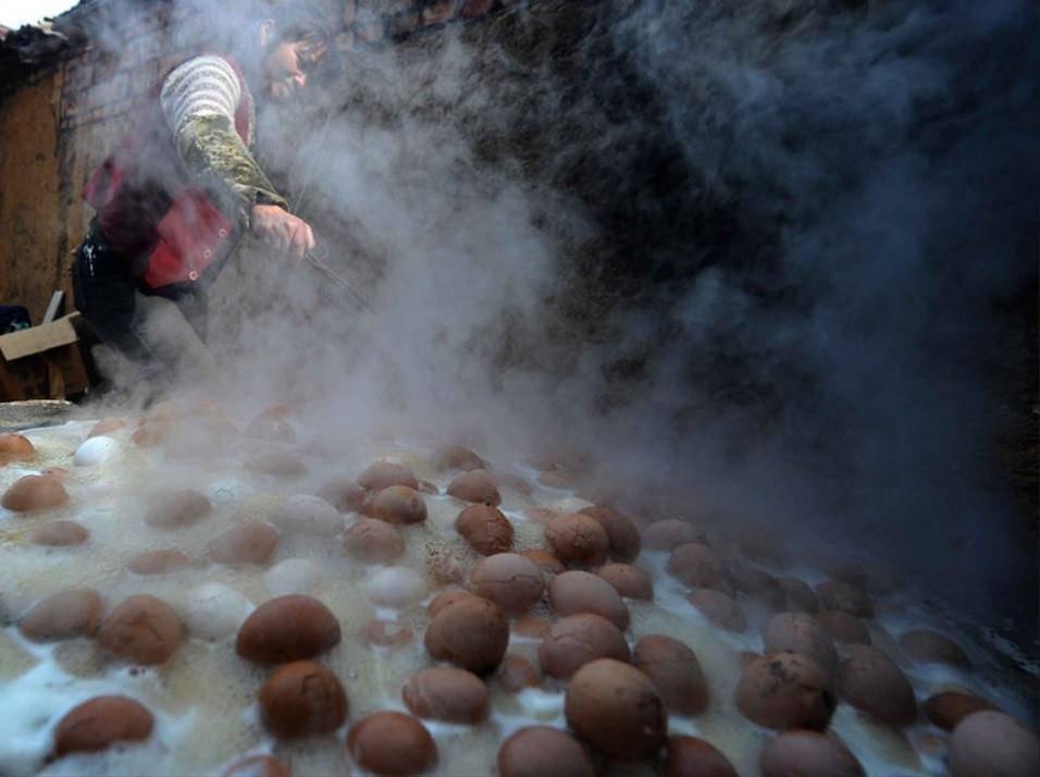 Thần dược trứng luộc bằng nước tiểu- đặc sản cực ngon mà bổ rẻ-5