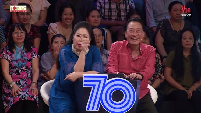 NSND Hồng Vân: Quyền Linh lả lơi với người khác rồi nhờ tôi nhắn tin bảo vợ mình là chương trình nó thế-3