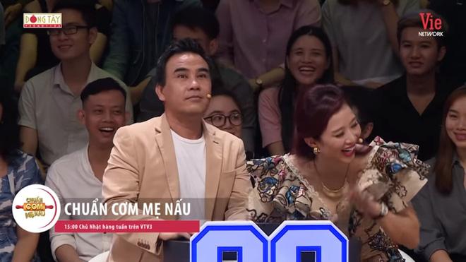 NSND Hồng Vân: Quyền Linh lả lơi với người khác rồi nhờ tôi nhắn tin bảo vợ mình là chương trình nó thế-4