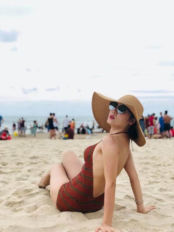 Loạt ảnh bikini nóng bỏng mắt' của ca sĩ Phương Linh-2