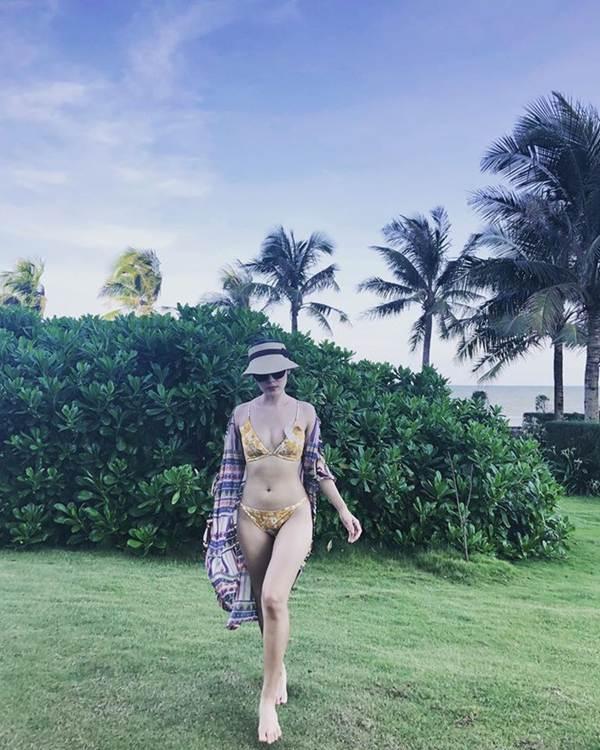 Loạt ảnh bikini nóng bỏng mắt' của ca sĩ Phương Linh-9