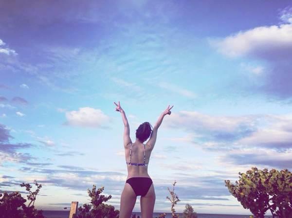 Loạt ảnh bikini nóng bỏng mắt' của ca sĩ Phương Linh-12