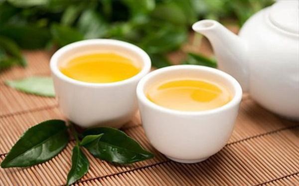 Người đàn ông bị ung thư gan chỉ vì thường xuyên uống trà xanh theo cách này-2