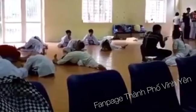 Thầy dạy võ thị phạm chiêu thức lên người học sinh khiến nhiều người phẫn nộ-4