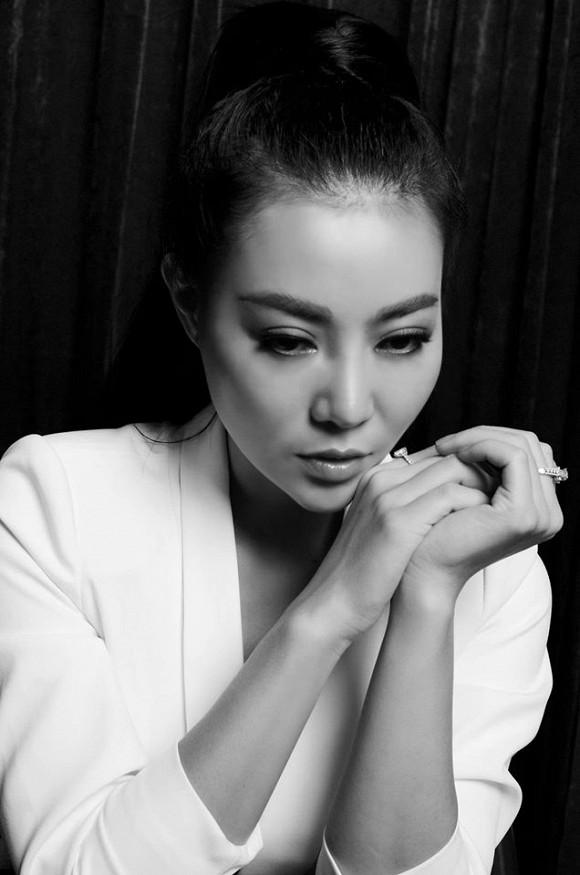Diễn viên Thanh Hương táo bạo lộ nội y trong bộ ảnh đen trắng-3