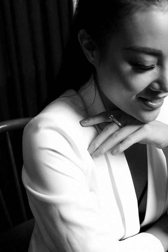 Diễn viên Thanh Hương táo bạo lộ nội y trong bộ ảnh đen trắng-4