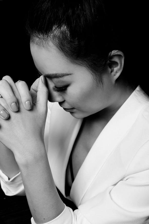 Diễn viên Thanh Hương táo bạo lộ nội y trong bộ ảnh đen trắng-10