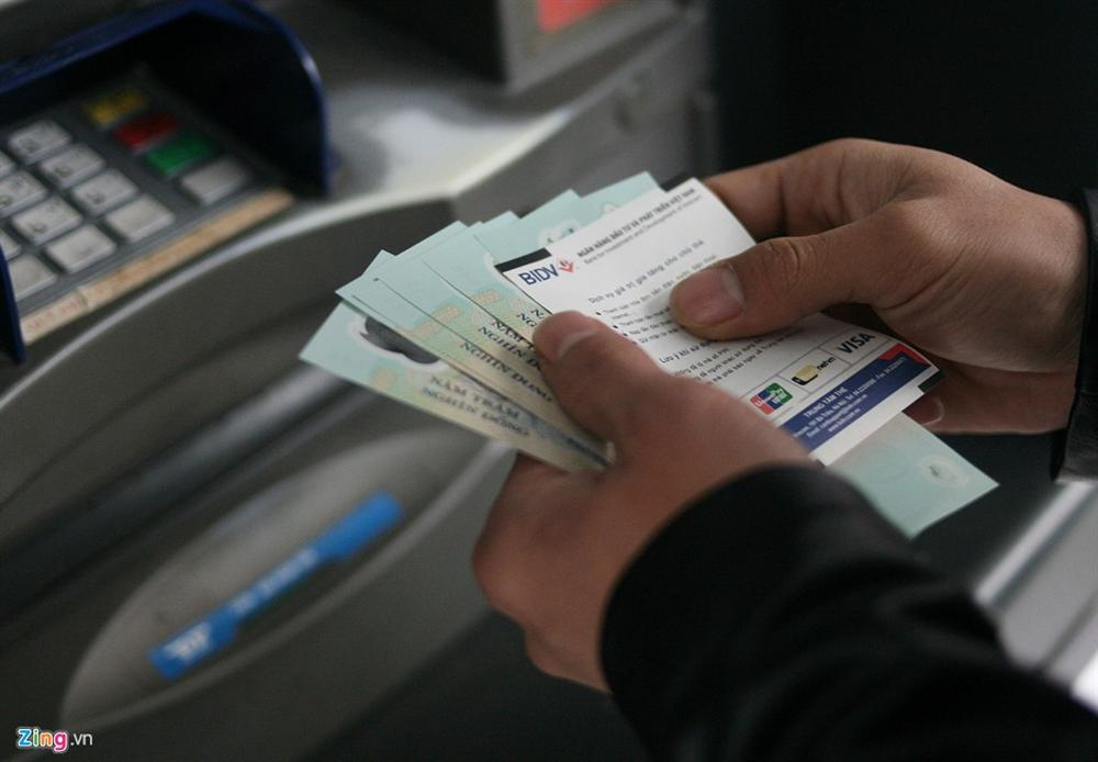 Lãi hàng nghìn tỷ từ các loại phí chuyển khoản, rút tiền ATM-1