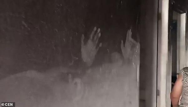 Vụ hỏa hoạn kinh hoàng cướp đi sinh mạng của 2 bé gái, hình ảnh còn lại ở hiện trường khiến ai cũng phải xót xa-1