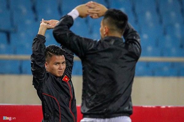 Thầy Park cầu nguyện trong mưa trước trận quyết đấu Thái Lan-1