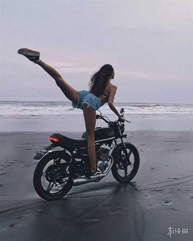 Người phụ nữ Nga có cặp giò dài gần nhất thế gian, lấy chân đóng cốp xe điệu nghệ-14