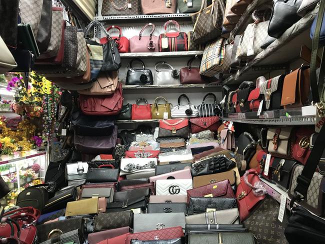 Vô vàn hàng hiệu từ túi xách đến nước hoa với giá từ vài chục tới vài trăm nghìn đồng đang được bán tràn lan trên mạng-1
