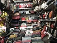 Vô vàn 'hàng hiệu' từ túi xách đến nước hoa với giá từ vài chục tới vài trăm nghìn đồng đang được bán tràn lan trên mạng