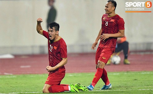 Văn Lâm cản phá 11 m, Việt Nam hòa Thái Lan ở vòng loại World Cup-31