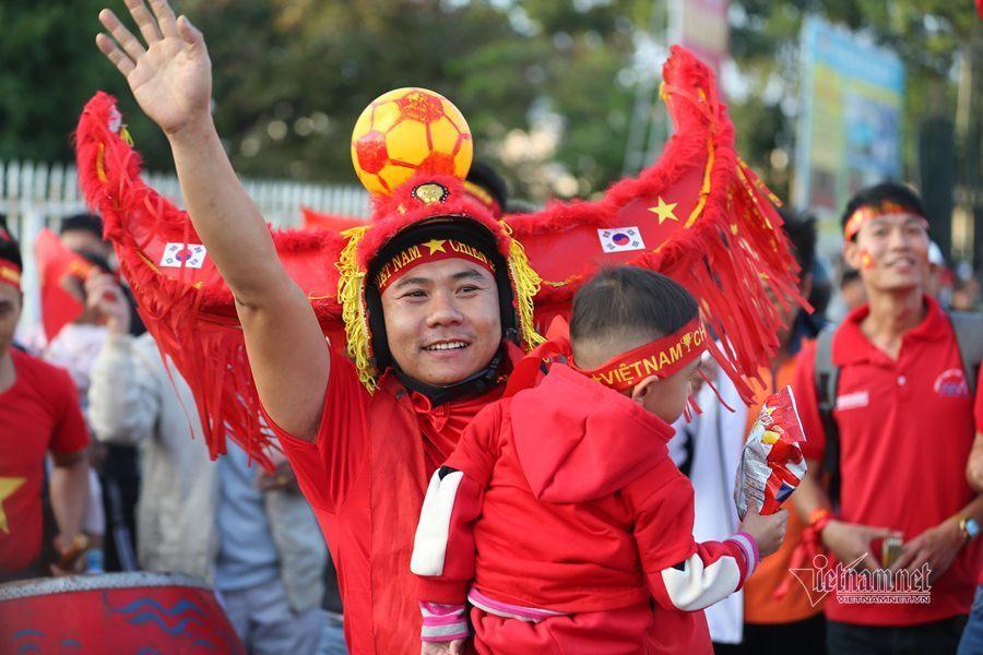 Văn Lâm cản phá 11 m, Việt Nam hòa Thái Lan ở vòng loại World Cup-30