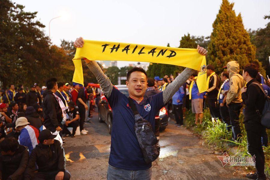 Văn Lâm cản phá 11 m, Việt Nam hòa Thái Lan ở vòng loại World Cup-25