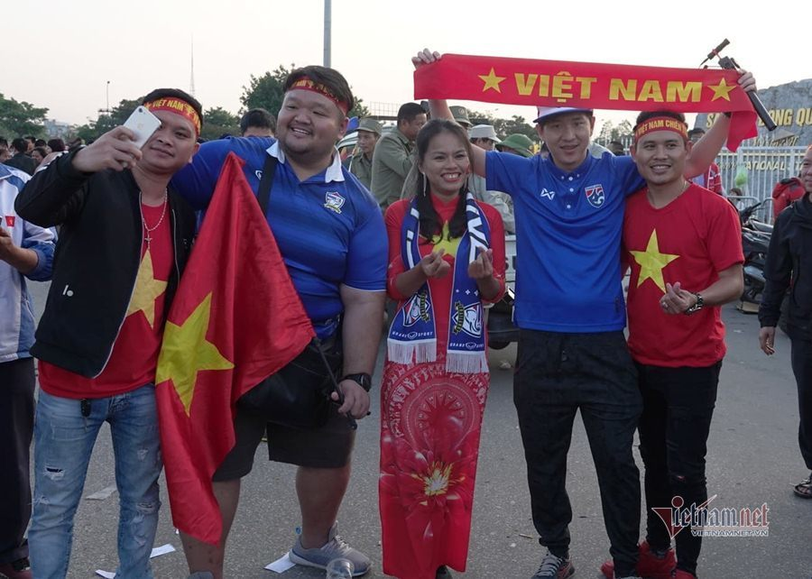 Văn Lâm cản phá 11 m, Việt Nam hòa Thái Lan ở vòng loại World Cup-28
