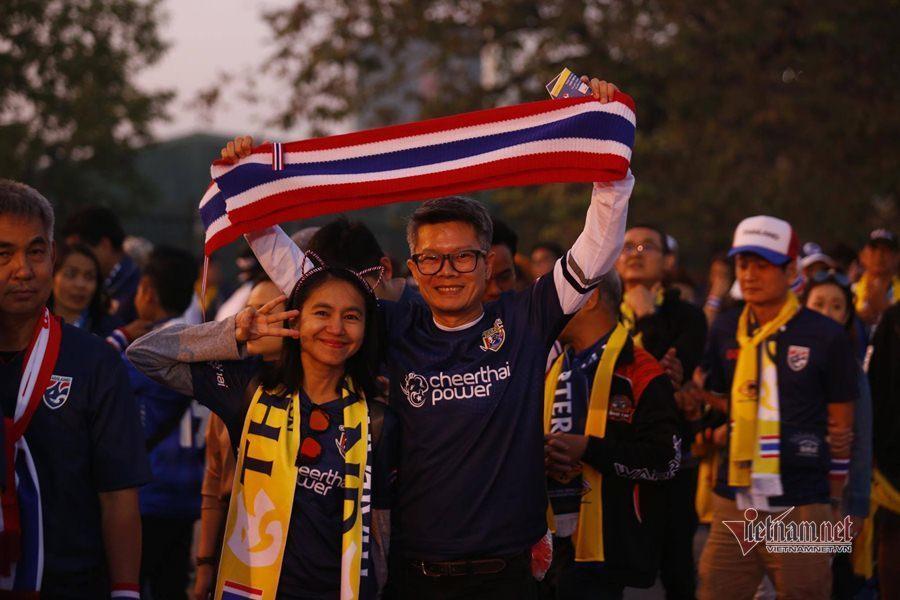 Văn Lâm cản phá 11 m, Việt Nam hòa Thái Lan ở vòng loại World Cup-26