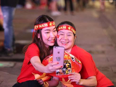 Hàng triệu CĐV Việt Nam đã ùa ra đường, quyết cháy hết mình trong trận quyết đấu với tuyển Thái Lan