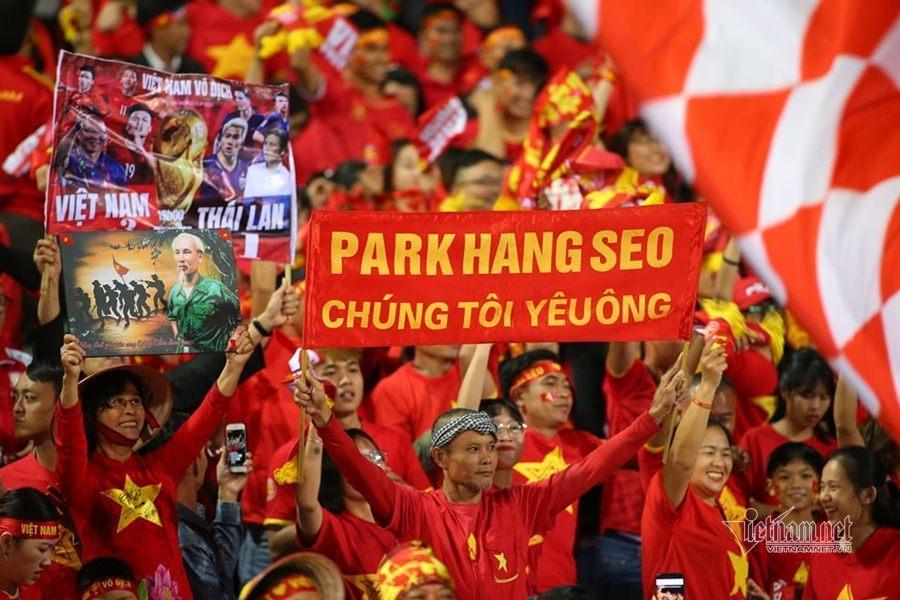 Văn Lâm cản phá 11 m, Việt Nam hòa Thái Lan ở vòng loại World Cup-19