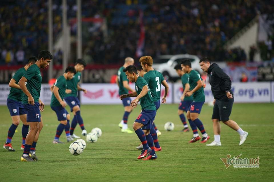 Văn Lâm cản phá 11 m, Việt Nam hòa Thái Lan ở vòng loại World Cup-17