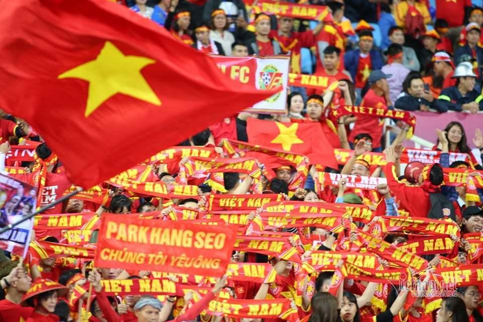 Văn Lâm cản phá 11 m, Việt Nam hòa Thái Lan ở vòng loại World Cup-14