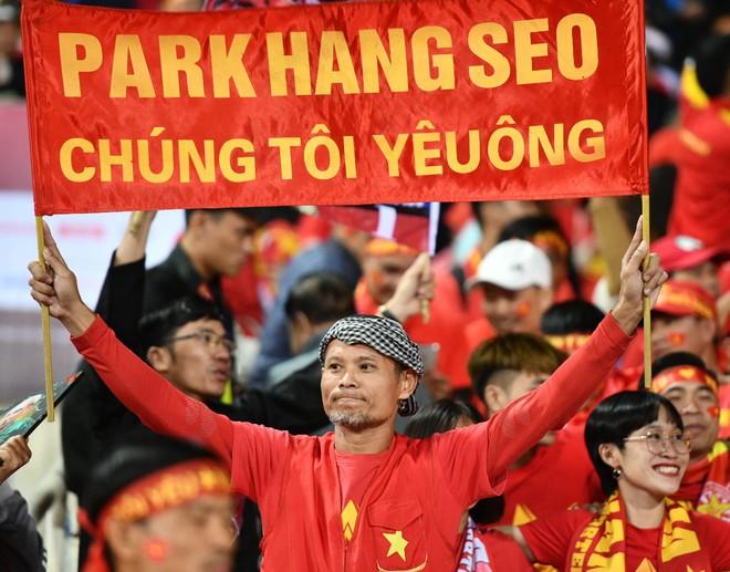 Văn Lâm cản phá 11 m, Việt Nam hòa Thái Lan ở vòng loại World Cup-13