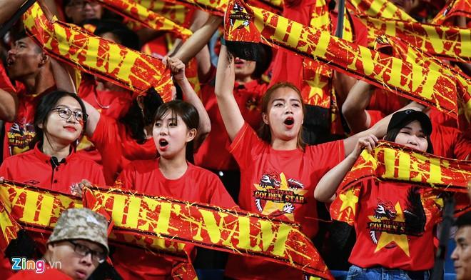 Văn Lâm cản phá 11 m, Việt Nam hòa Thái Lan ở vòng loại World Cup-12