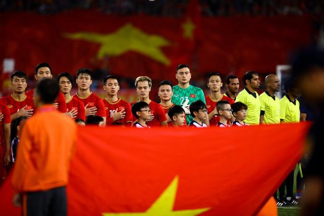 Văn Lâm cản phá 11 m, Việt Nam hòa Thái Lan ở vòng loại World Cup-10