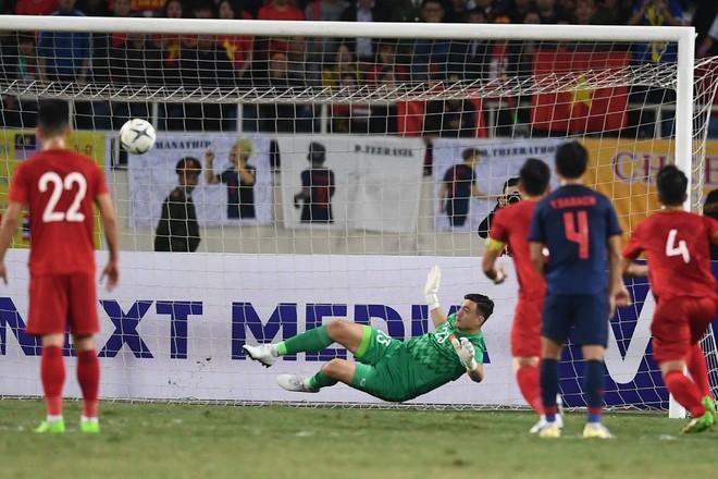 Văn Lâm cản phá 11 m, Việt Nam hòa Thái Lan ở vòng loại World Cup-7