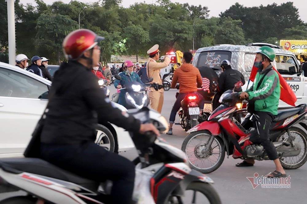 An ninh dày đặc quanh SVĐ Mỹ Đình trước trận Việt Nam vs Thái Lan-3