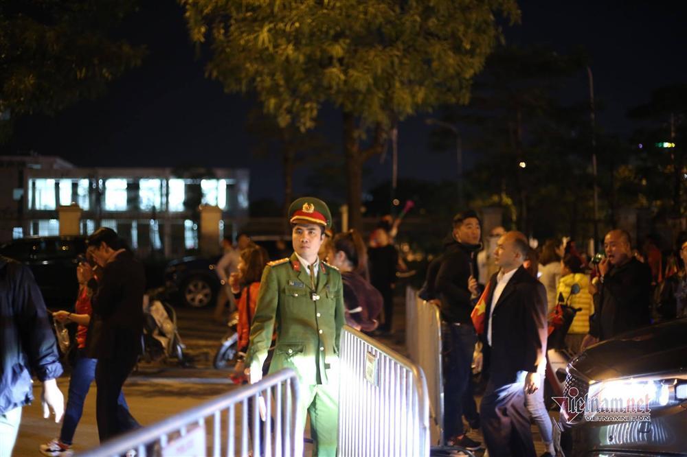 An ninh dày đặc quanh SVĐ Mỹ Đình trước trận Việt Nam vs Thái Lan-9
