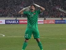 Đặng Văn Lâm cản phá penalty