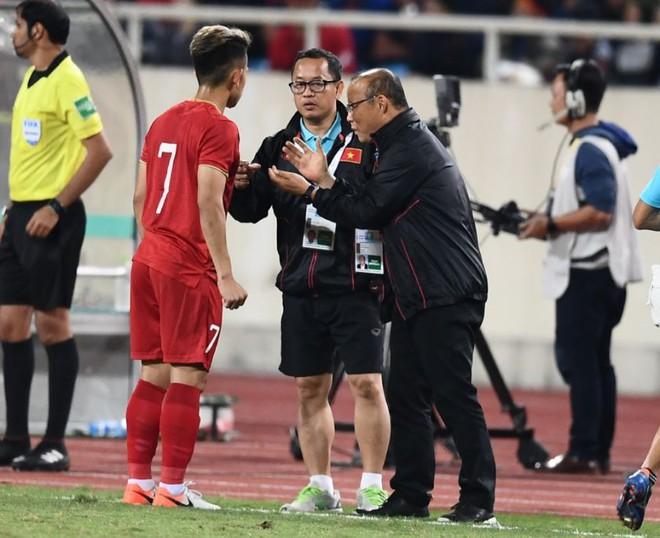 Văn Lâm cản phá 11 m, Việt Nam hòa Thái Lan ở vòng loại World Cup-2