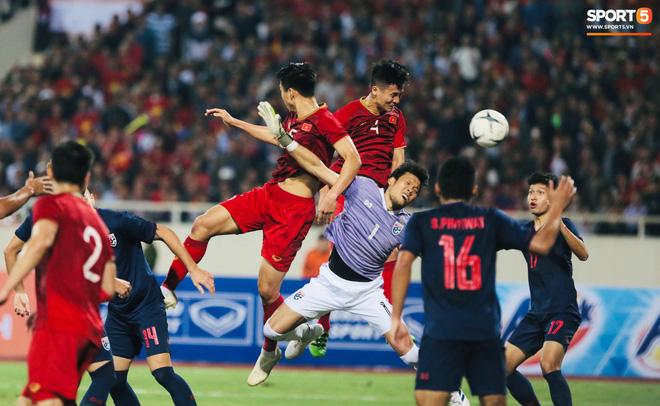 Bị tước bàn thắng, cầu thủ Việt Nam phản ứng dữ dội cho tới khi nhận ra điều này-10