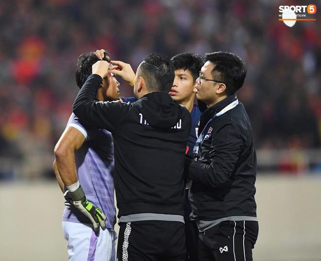 Bị tước bàn thắng, cầu thủ Việt Nam phản ứng dữ dội cho tới khi nhận ra điều này-14