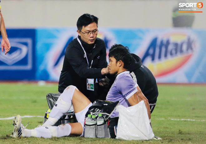 Bị tước bàn thắng, cầu thủ Việt Nam phản ứng dữ dội cho tới khi nhận ra điều này-17