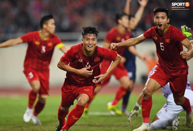 Bị tước bàn thắng, cầu thủ Việt Nam phản ứng dữ dội cho tới khi nhận ra điều này-4
