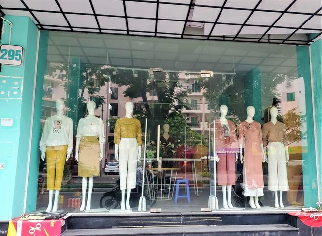 IFU đóng loạt cửa hàng giữa tâm bão âm thầm tráo nhãn mác quần áo-4
